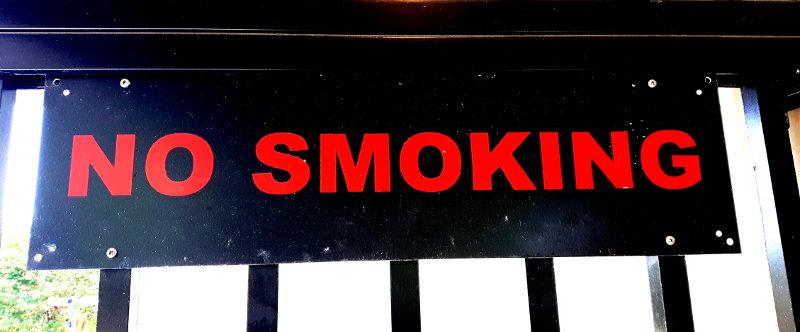 Foto von einem Rauchenverbotenschild
