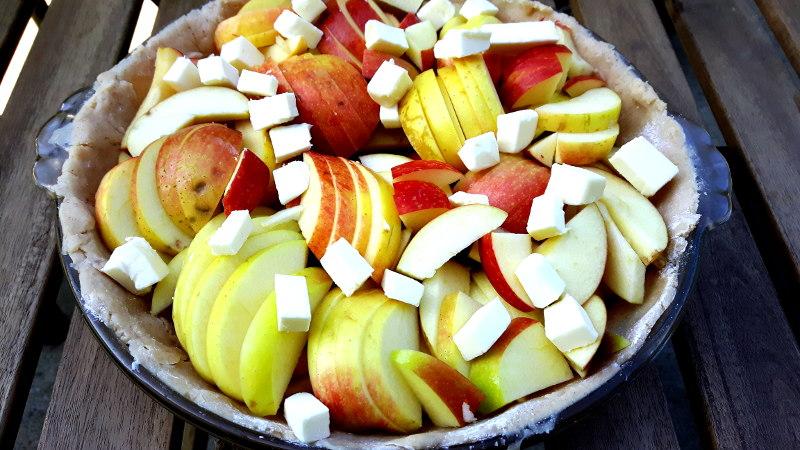 Foto von ungebackenem Apfelkuchen