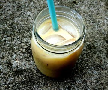 Foto von Eiskaffee mit Milch