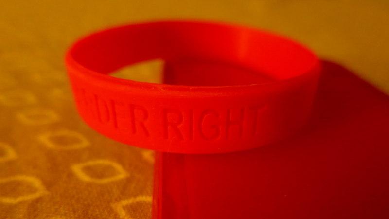 Foto von Red Ribbon Week Armband