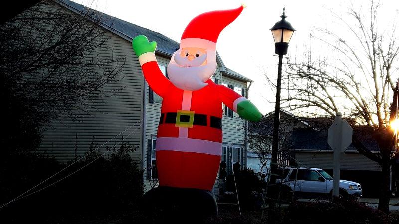 Foto von aufblasbarem Weihnachtsmann