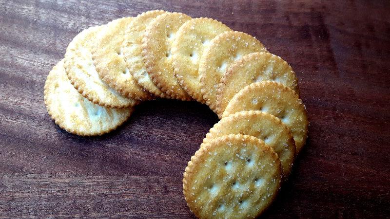 Foto von salzigen Crackern