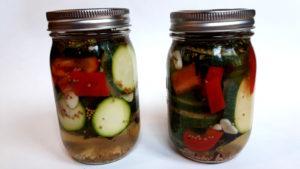 Foto von eingelegten Zucchinis