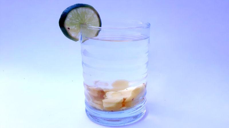 Foto von einem Glas Ingwertee